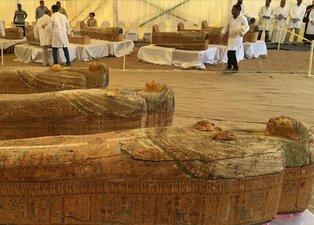 Bilim insanları Mısır'da bulunan 2 bin 500 yıllık tabutlar karşısında şaşkına döndü