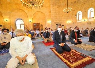 96 yıl sonra yeniden ibadete açılan camide cuma namazı kılındı