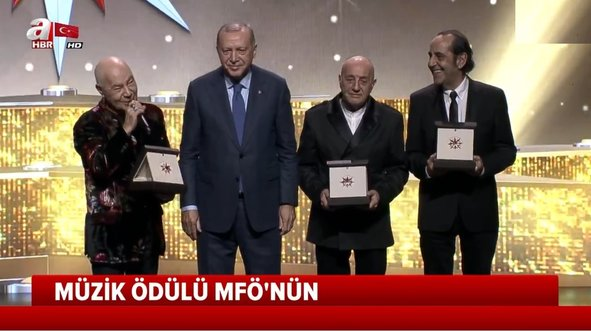 Başkan Erdoğan ödülü kendi elleriyle takdim etti