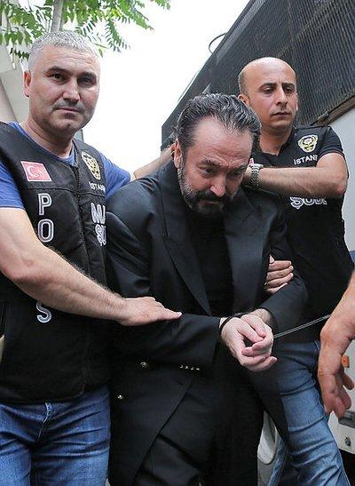 Ayça Pars'tan Adnan Oktar itirafı! 'Oktar'a yönelik yapılan danslar çıplaklıktan öte...' 1