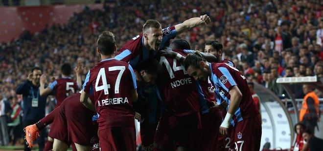TRABZONSPOR, ANTALYASPOR'U FARKLI MAĞLUP ETTİ