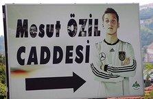 Mesut Özil'in o fotoğrafı değiştiriliyor