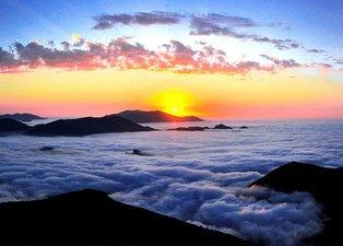 Trabzon'da bulutların üzerindeki Beypınarı Yaylası, ziyaretçilerini cezbediyor