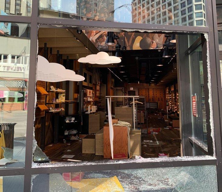 ABD yangın yerine döndü! Mağazalar talan edildi