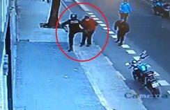 Polisin tekmesiyle yere yığıldı hayatını kaybetti