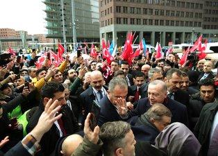 Başkan Erdoğan'a Berlin'de sevgi gösterisi
