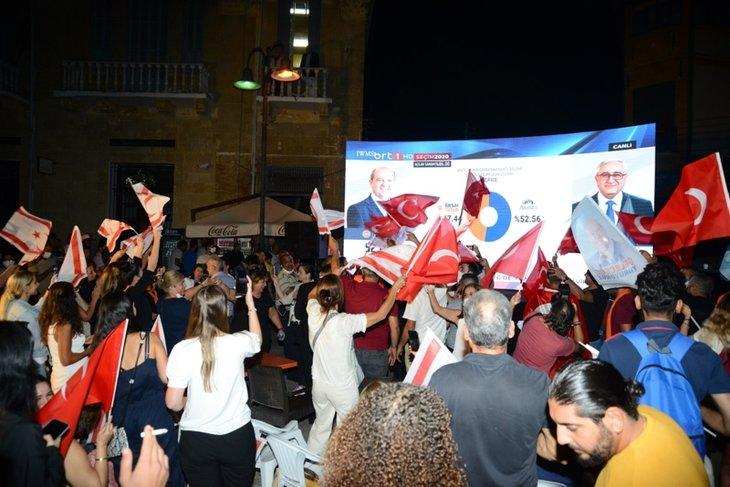 Tatar destekçileri sokaklara akın ediyor