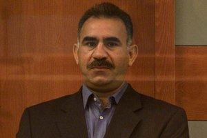 İzmir'de HDP seçim ofisine terör örgütü elebaşı Öcalan'ın fotoğrafı asıldı