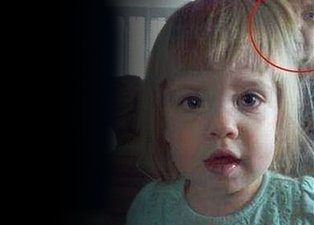 Bilim insanları küçük kızın çektiği fotoğrafa açıklık getiremedi! Büyük sır dünyayı kasıp kavuruyor