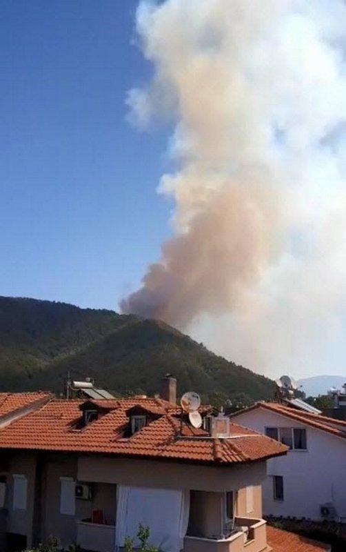 Son dakika: Marmaris'te orman yangını! Alevler yerleşim yerlerini tehdit ediyor