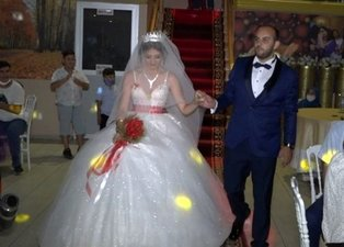 Damat düğünde unutulmayacak bir sürprize imza attı!