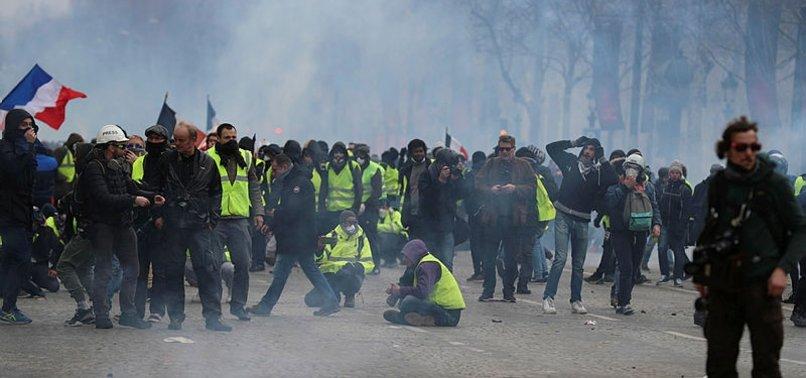 AVRUPA FRANSA'DAKİ POLİS VAHŞETİNİ İZLİYOR