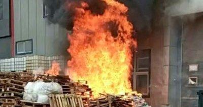 Son dakika: Tuzla'da kozmetik malzemeleri üretilen fabrikada yangın