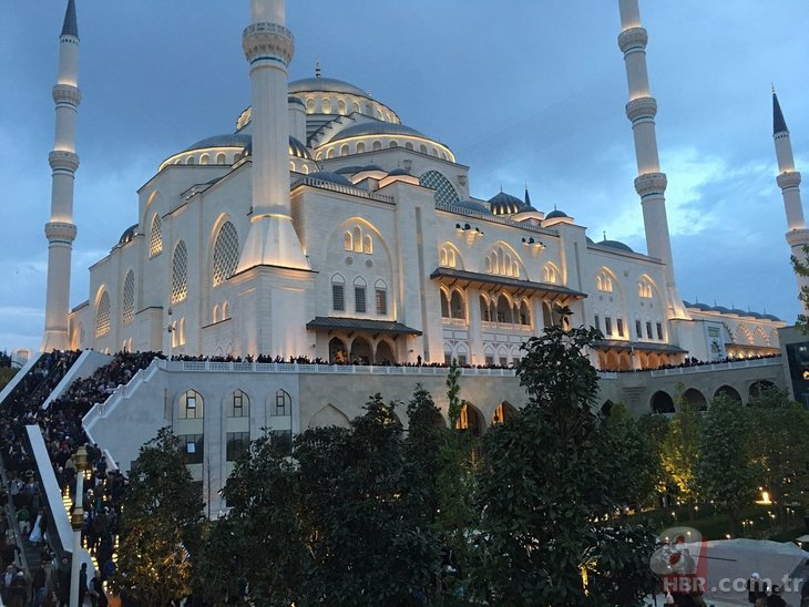 Büyük Çamlıca Camii'nde tarihi kalabalık!