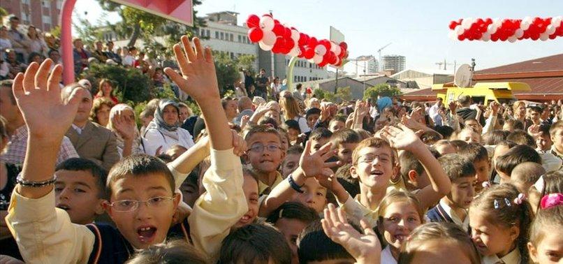 İSTANBUL'DA 2 MİLYON 819 BİN ÖĞRENCİ DERSBAŞI YAPACAK