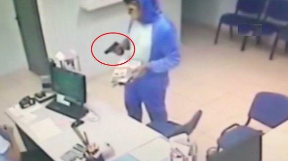 Pijamalı soyguncuları polis kıskıvrak yakaladı