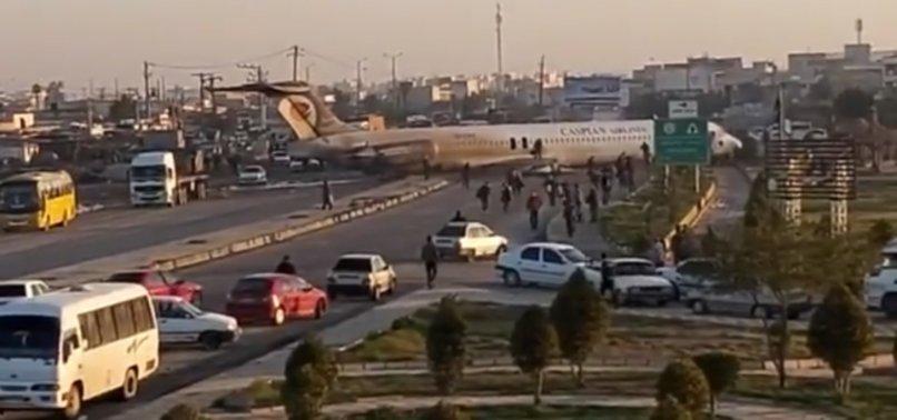 İRAN'DA YOLCU UÇAĞI ACİL İNİŞ YAPTI