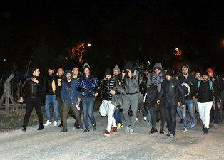 Kalleş saldırı sonrası Türkiye kapıları açtı! Edirne'de göçmenler Yunanistan sınırına yürüyor