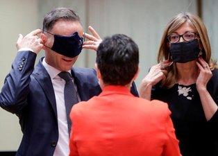Brüksel'de maske krizi! Sosyal medyada alay konusu oldular