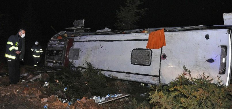 Son dakika: Eskişehir'de yolcu otobüsü devrildi!