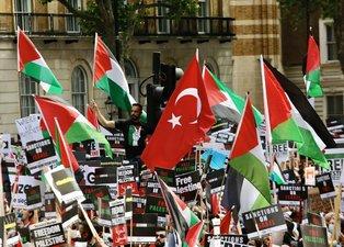 Londra'da dikkat çeken Filistin gösterisi | Türk bayrakları...