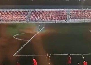 Futbolcu dehşeti yaşadı! Topa vurduğu anda...