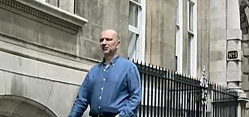 FETÖ'CÜ AKIN İPEK'TEN LONDRA'DA KİLİSE