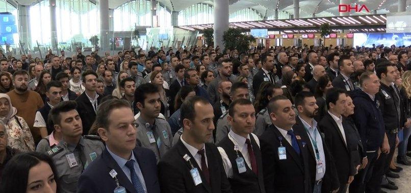 İSTANBUL HAVALİMANI'NDA SAAT 09.05'İ GÖSTERİRKEN