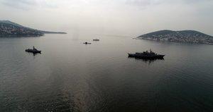 İstanbul'da savaş gemileri görüldü