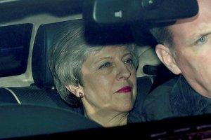 Theresa May: Planlanandan önce istifaya hazırım