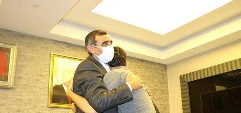 Diyarbakır'da HDP önündeki evlat nöbetinde 19'uncu kavuşma! 6 yıl sonra buluştular