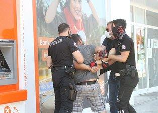 'Savcı akrabam var' diyerek polisin üzerine yürüdü! Elleri kelepçeliyken etmediğini bırakmadı