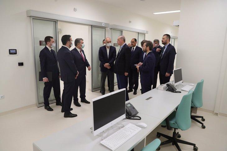 Başkan Erdoğan Sancaktepe ve Yeşilköy'deki pandemi hastanelerini inceledi
