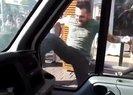 Kadıköy'de minibüsçü terörü! Yolu kapatan kamyonete tekmelerle saldırdı | Video