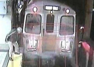 Metro istasyonunda şoke eden olay! O anlar böyle görüntülendi