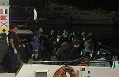İzmir'de 4 ayrı botta 251 göçmen yakalandı