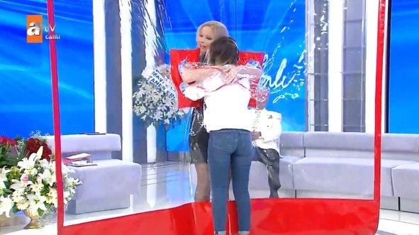 Müge Anlı 'manevi kızım' dedi sarıldı