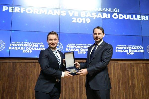 Son dakika: Hazine ve Maliye Bakanı Berat Albayrak 'Performans ve Başarı Ödülleri' mesajı 3