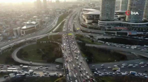 İstanbul trafiği Kovid-19 salgın öncesi gibi...