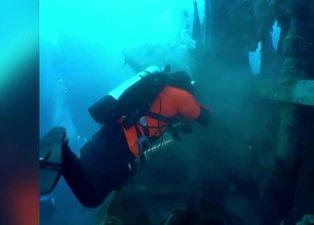 Deniz altındaki ölüm tuzağı: Yarım ton ağ temizlendi