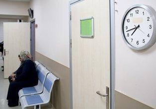 Yaşlı hastalar vakit geçirmek için polikliniklere gidiyor