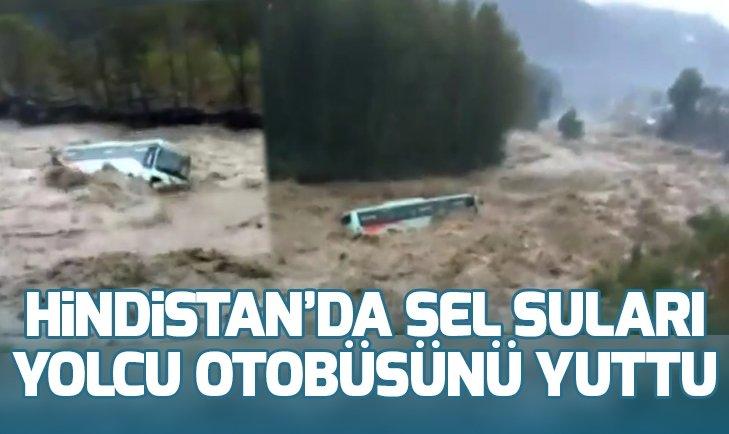 Sel suları yolcu otobüsünü yuttu