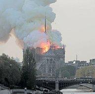 Notre Dame Katedrali'ndeki yangından detaylı kareler...