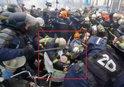 FRANSA'DA PARİS SOKAKLARI KARIŞTI! GÖSTERİCİLER POLİSLE ÇATIŞTI |VİDEO