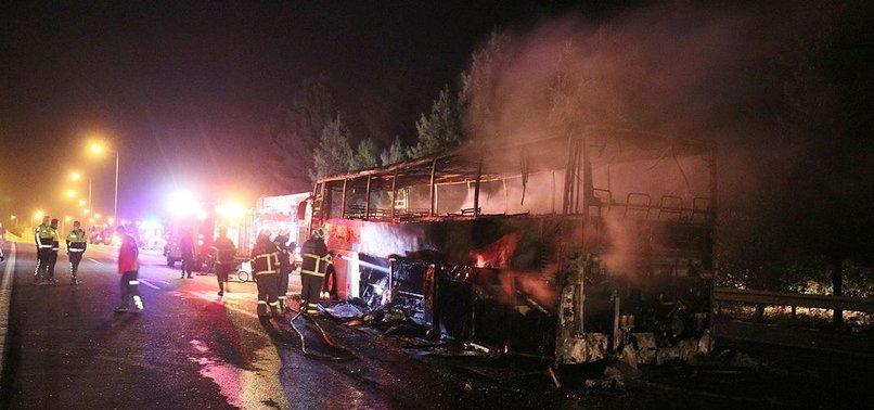 Son dakika: Adana'da seyir halindeki yolcu otobüsü yandı