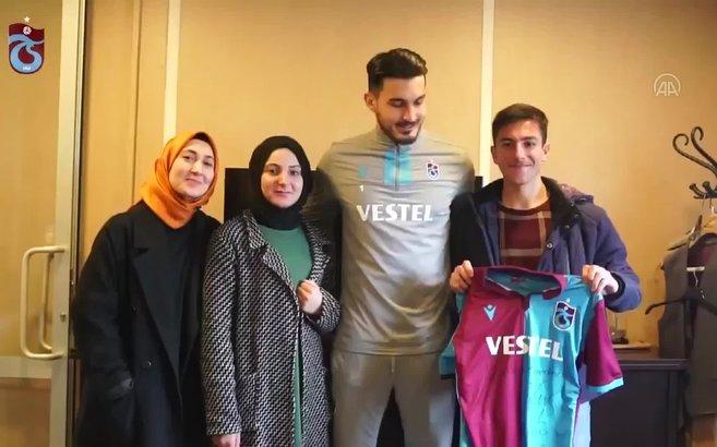 Trabzonspor kafilesini görebilmek için saatlerce beklemişti! Numan'ın hayali gerçek oldu!