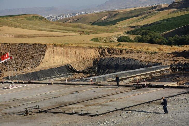 Diyarbakır'da petrol müjdesi bölge halkını sevindirdi: Buğday, arpa ektiğimiz yerden fışkırdı