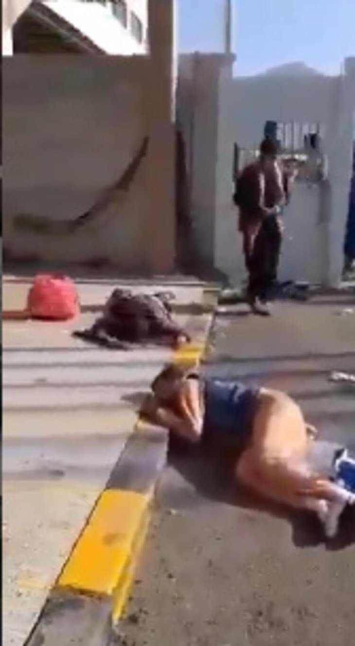 Kabil'den kaçış! Kan donduran görüntüler: Uçaktan düştüler