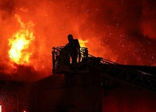Kağıt ve ambalaj fabrikası cayır cayır yandı! İşte o görüntüler