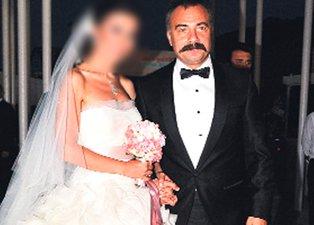 Eşkıya Dünyaya Hükümdar Olmaz oyuncusu Oktay Kaynarca'nın eşi bakın kimmiş! Herkes Özgü Namal sanıyordu ama...